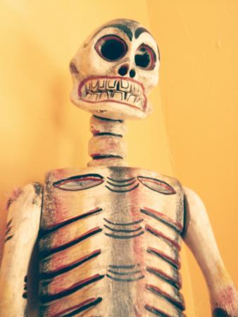 La Hacienda: Skeleton watching over diners.