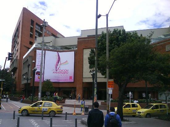 Casa Dann Carlton Hotel & SPA: Centro comercial El Andino