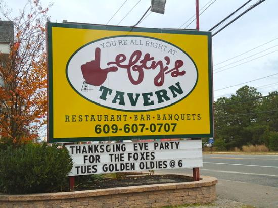 Lefty's Bar and Grill : Great Times start with Great Food!