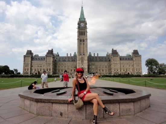 Ottawa Walking Tours : The Parliament