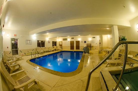 Quality Suites Historic Downtown: Pool area