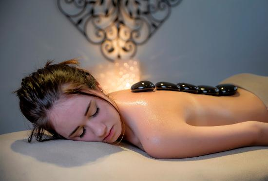 Taupo DeBretts Spa Resort: Hot stone treatment, available only in Winter at Living Waters Spa
