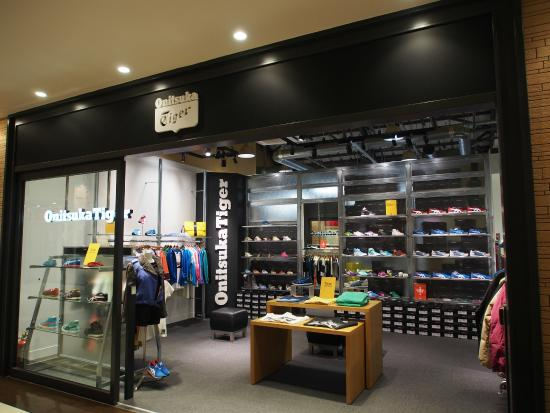 cheap for discount 359c0 e7c51 Onitsuka Tigers (in the shop of Aesics) - Picture of MITSUI ...