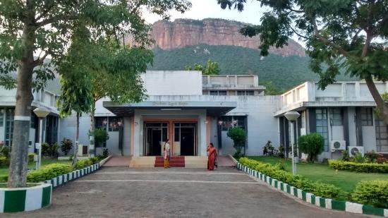 Tirupati, Indien: Main building entrance