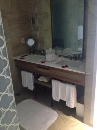 The St. Regis Mexico City : mirror