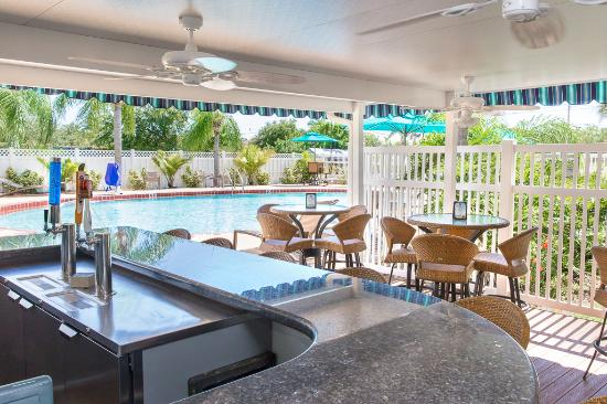BEST WESTERN PLUS Siesta Key Gateway: Sand Dollar Pool Bar