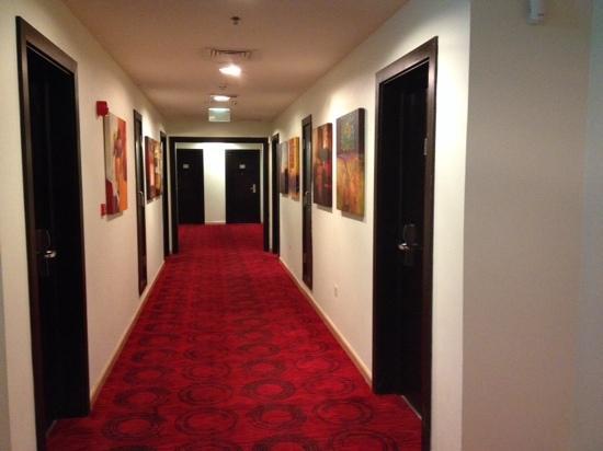 Pasillo de habitaciones fotograf a de ramada encore doha - Pasillos modernos ...