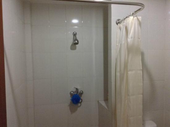 Bakung Sari Resort and Spa: Shower - no hot water at times