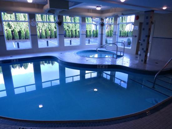 BEST WESTERN Maple Ridge Hotel: Pool hot tub