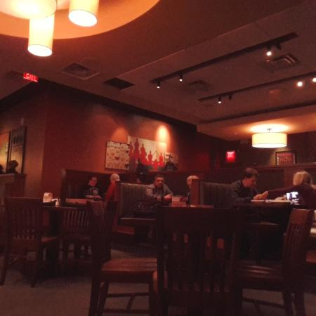 Seating Area At Houlihan S Strongsville