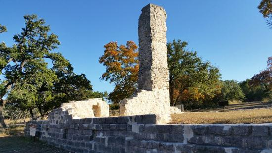 Salado College Hill Park: Fall foliage at college hill.