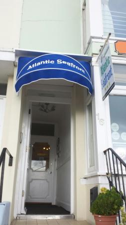 Atlantic Hotel : Entrance to atlantic seafront
