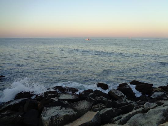 montauk point lighthouse gorgeous sunset