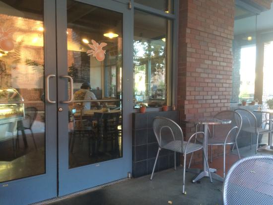 Heirloom Bakery: Outdoor seating