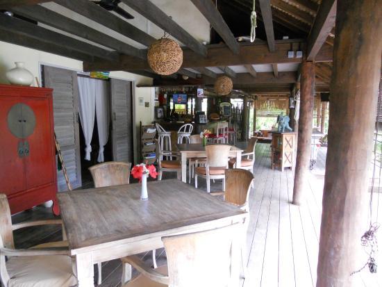 Green Lodge : Espace repas et accueil