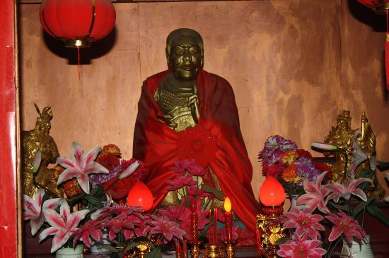 Kunming Golden Temple: There are plenty of ground to walk around, but it is a temple. Therefore, here is the Buddha.