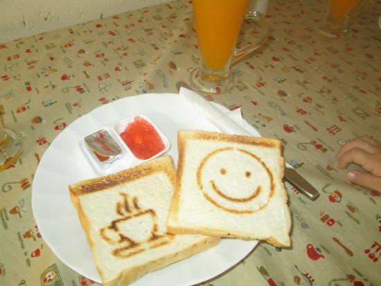 Boondaree Home Resort: breakfast