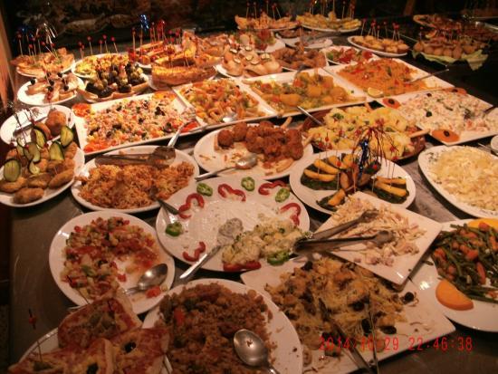 Das tapas buffet picture of cafe bar reina monica for Grifos y tapas granada