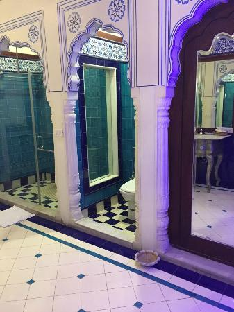 Pearl Palace Heritage - The Boutique Guesthouse: Nilamber Bathroom