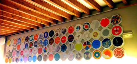 Cafe Botiga Es Pes de Sa Palla : Parede decorada