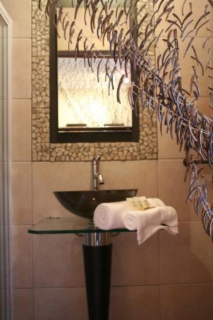 Green Valley Lodge: Moyo bathroom