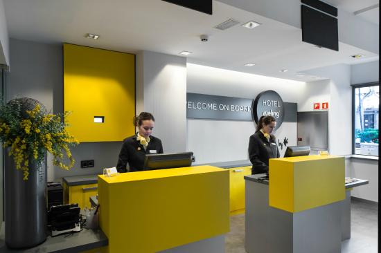 Hotel vueling bcn by hc hk 696 h k 8 1 3 updated for Oficinas vueling barcelona