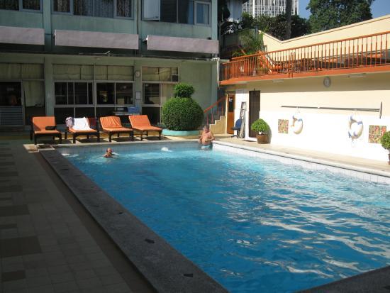 Malaysia Hotel: Бассейн чистый, лежаки удобные, полотенца выдают на месте