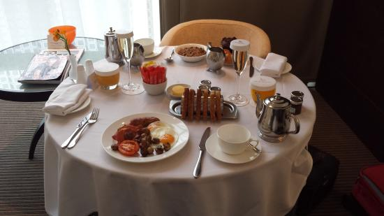 how to call room service in hotel