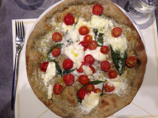 Undici Leoni : Pizza con impasto di farina di canapa