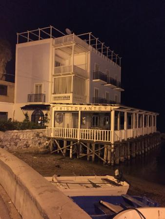 Gennarino a Mare: l'albergo chiuso al nostro arrivo