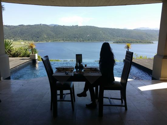 Lodge On The Lake & Wellness Spa: Breakfast setting and view with pool