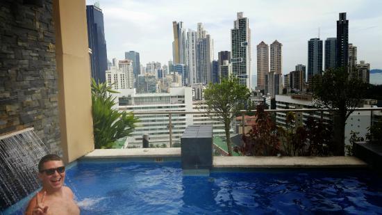 Piscine, de nuit - Picture of Hilton Garden Inn Panama ...