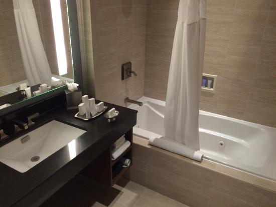 Isleta Resort & Casino: Bathroom