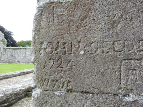 Boyle Abbey : Graffiti from the 1700s!