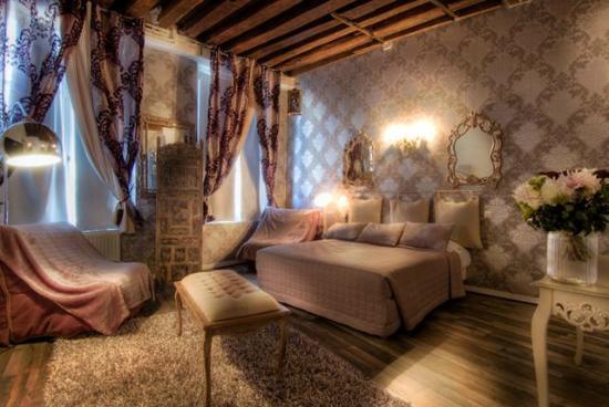 Hotel Pointe Rivoli: Suite room