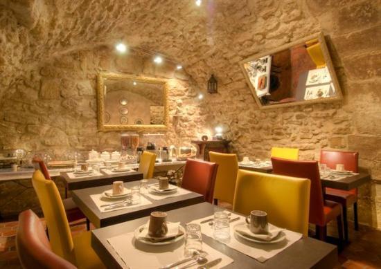 Hotel Pointe Rivoli: Breakfast area