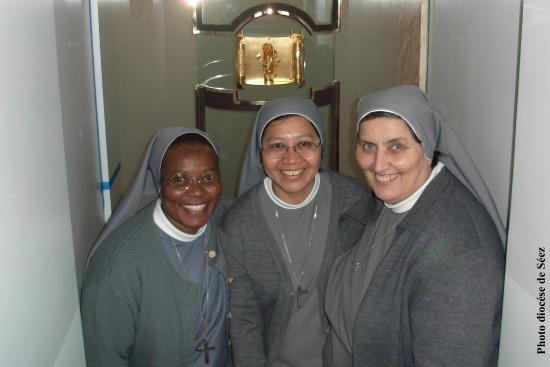 Birthplace of St. Therese - Shrine of Alencon: Les soeurs seront là pour vous accueillir