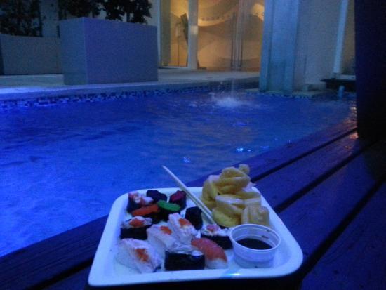 Hotel Baraquda Pattaya - MGallery Collection: pool sushi at hotel baraquda