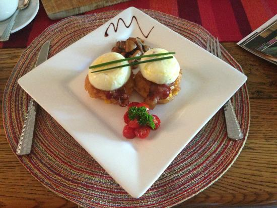 Old Village Lodge: Nicolaas' breakfast creation... so simple, yet so delicious!