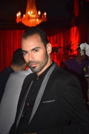 The Cabaret South Beach : Arias, your singing waiter