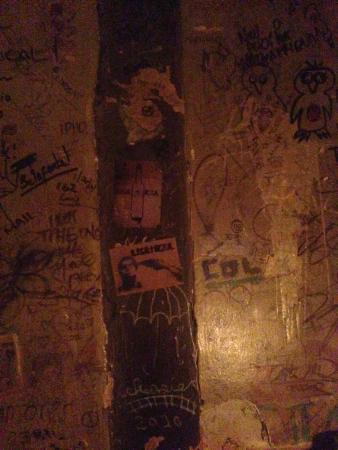 Cafe No Se: Awesome Walls!