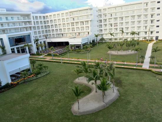 Foto de hotel riu playa blanca rio hato vista desde el for Habitacion familiar riu playa blanca