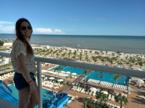 Vista desde el balc n de la habitaci n s per obr zek for Habitacion familiar riu playa blanca