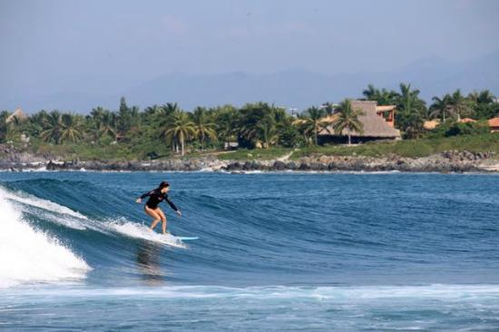 The Inn at Manzanillo Bay : Surf - paddle out right from hotel