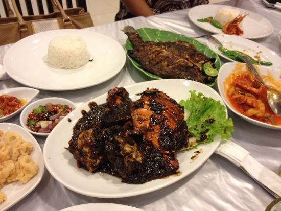 Saung Grenvil Restaurant : Black Pepper Crab