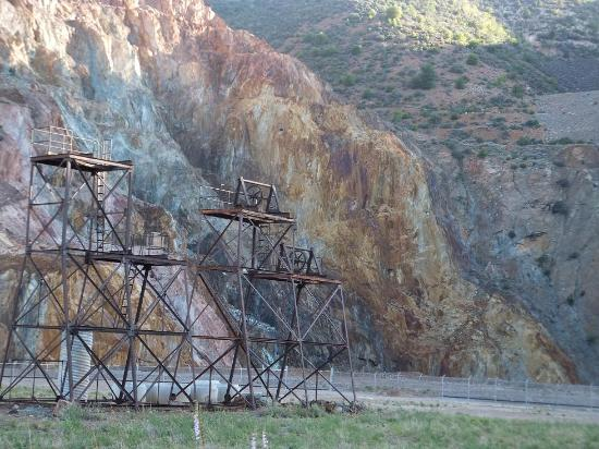 Jerome State Historic Park: Gossan exposed in the United Verde open pit