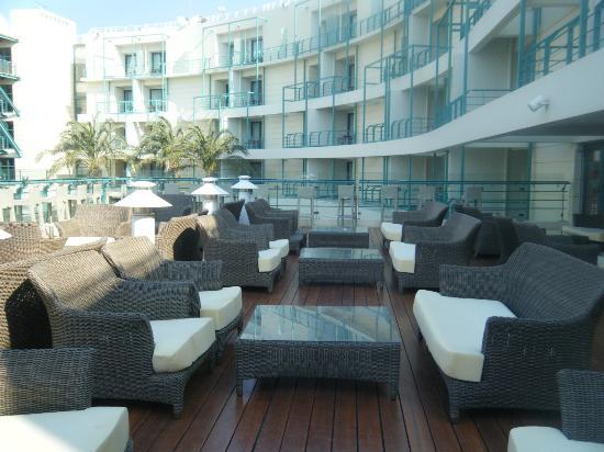Club Hotel Loutraki: Terrasse