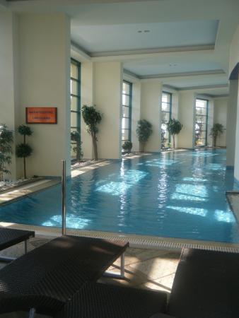 Club Hotel Loutraki: Piscine intérieure