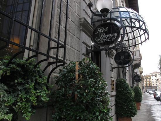 Hotel Regency: hotel entrance