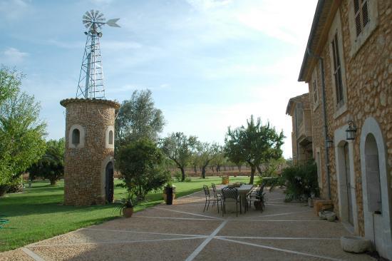 Agroturismo Es Quatre Cantons: Fachada y molino